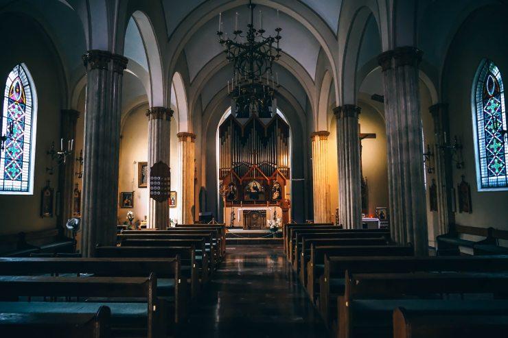 aisle-altar-arches-219016